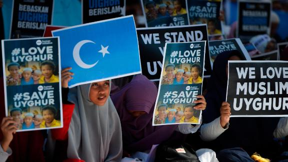 Indonesian Muslims demonstrate to denounce the Chinese goverment