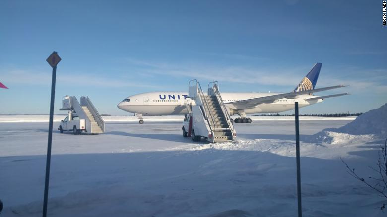 Passengers stuck on United flight in frigid cold for more than 14 ... 74b768cda