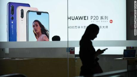 Huawei's smartphone sales soared 30% last year. It plans to take over Samsung by 2020