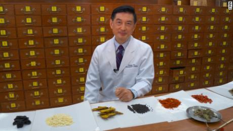 Lao Li Xing, director of the University of Hong Kong School of Chinese Medicine. ] Lao Li Xing, Director of the University of Hong Kong School of Chinese Medicine