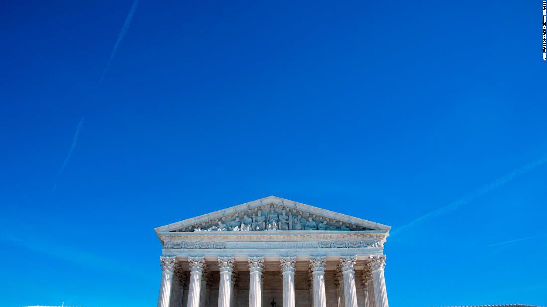 Mahkamah agung memungkinkan aturan berlaku yang bisa membentuk hukum imigrasi
