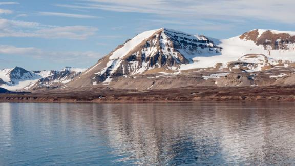 The arctic shoreline of Kongsfjorden, Spitsbergen, Svalbard.