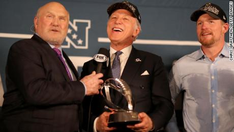 Terry Bradshaw presents Rams owner Stan Kroenke with the NFC Championship trophy on January 20.