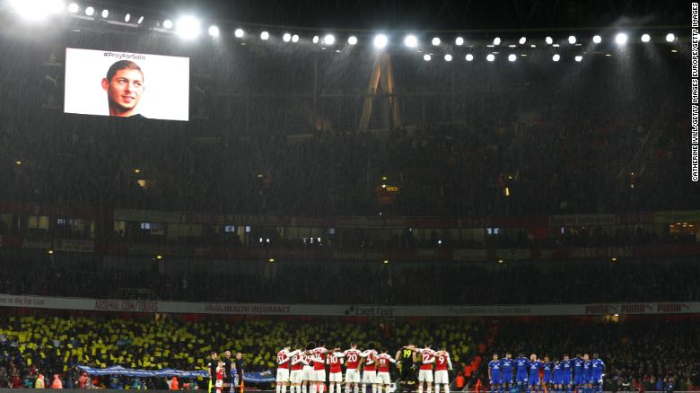 Players, fans and officals pay tribute to Emiliano Sala prior to the EPL game at the Emirates Stadium.
