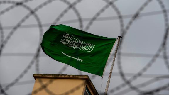 """A Saudi Arabia flag flies behind barbed wires at the backyard in the Saudi Arabian consulate in Istanbul on October 13, 2018. - Saudi Arabia dismissed on Octiber 13 accusations that Jamal Khashoggi was ordered murdered by a hit squad inside its Istanbul consulate as """"lies and baseless allegations"""", as Riyadh and Ankara spar over the missing journalist"""