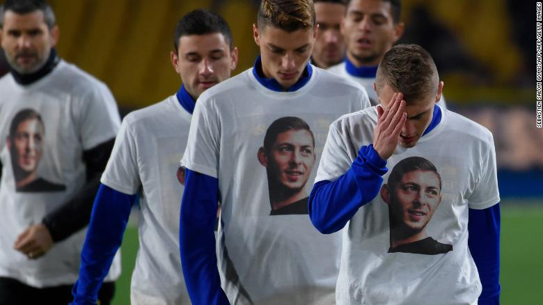 Nantes players wear T-shirts with Sala's picture on the front.