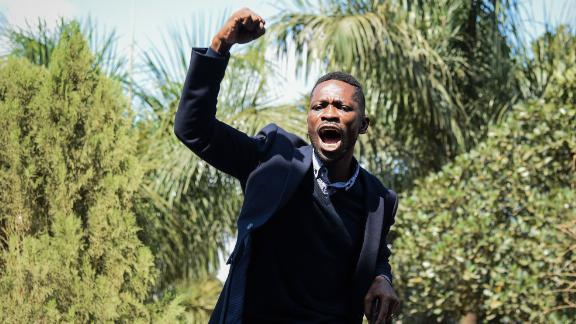 Ugandan pop star turned opposition MP, Robert Kyagulanyi, delivers a speech outside his home in Kampala, Uganda, after returning from the United States on September 20, 2018. - Kyagulanyi, 36 and better known as singer Bobi Wine, had been seeking medical treatment in the US. (Photo by Isaac Kasamani / AFP)        (Photo credit should read ISAAC KASAMANI/AFP/Getty Images)