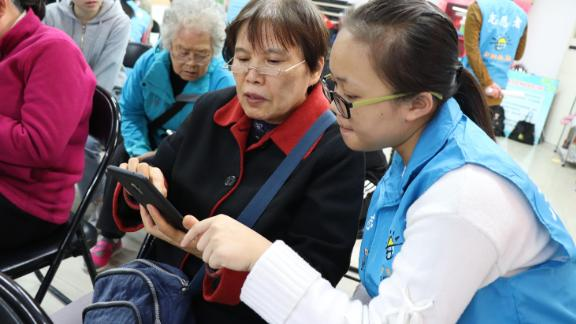 62-year-old Beijing retiree Zhang Zhixia (center) is determined not to be left behind by China's rapid technological advances.