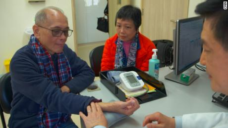Cheung Yiu-kai, a patient at Hong Kong & # 39; s Sch ool of Chinese Medicine
