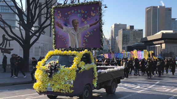 Supporters and mourners thronged the streets to say goodbye to Kim Bok-dong.
