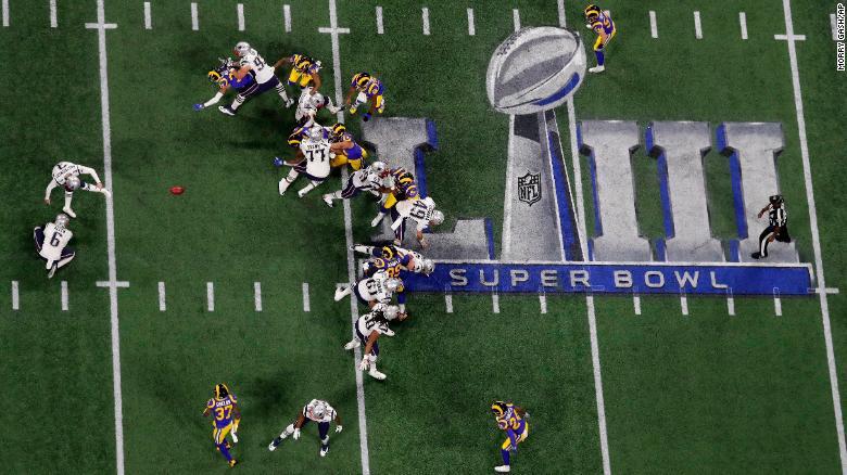 Patriots kicker Stephen Gostkowski misses a 46-yard field goal in the first quarter. He hit a 42-yarder in the second quarter for the game's first points.