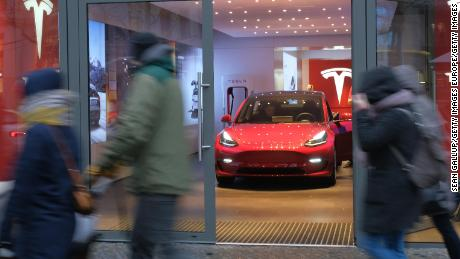 Tesla: Consumer Reports will no longer recommend Model 3 - CNN