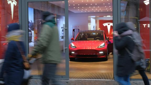 BERLIN, GERMANY - JANUARY 04:  People walk past a Tesla dealership on January 4, 2019 in Berlin, Germany. Tesla is expected to soon begin deliveries of the Model 3 in Europe even though the car has not yet been officially approved by European authorities.  (Photo by Sean Gallup/Getty Images)