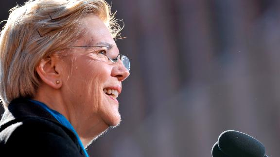 US Democratic Senator Elizabeth Warren announces her candidacy for president at the Everett Mills in Lawrence, MA on February 9, 2019. - The Massachusetts senator -- who announced her intention to run on New Year