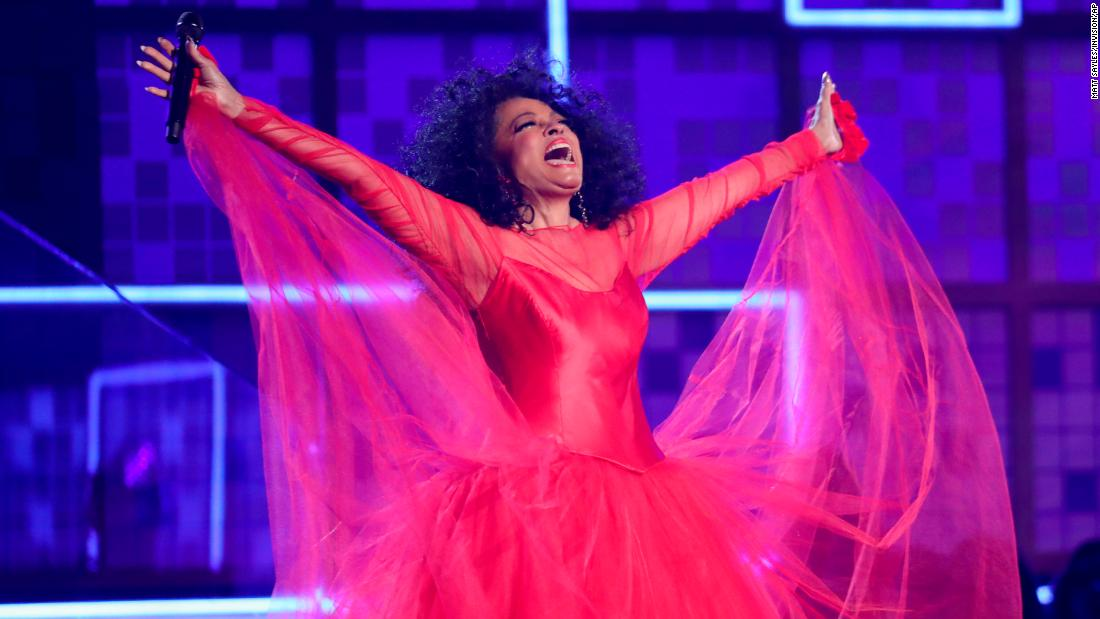 "Diana Ross showed that she's still got it, performing ""The Best Years of My Life"" and ""Reach Out and Touch (Somebody's Hand)."""