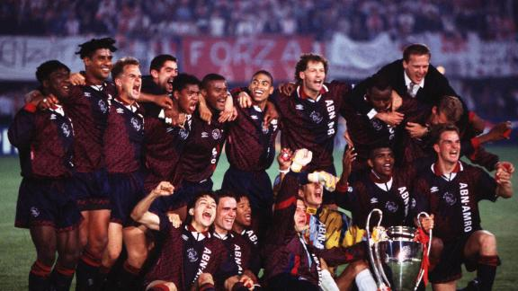 VIENNA, AUSTRIA - MAY 24:  AJAX AMSTERDAM - AC MAILAND 1:0, Wien; Champions League Finale 1995 in Wien; AJAX AMSTERDAM CHAMPIONS LEAGUE SIEGER 1995 mit Pokal  (Photo by Alexander Hassenstein/Bongarts/Getty Images)
