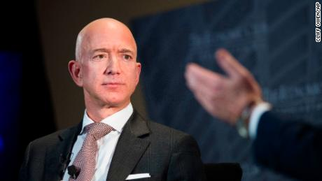 As questions remain about Jeff Bezos & # 39; Explosive Proposals, Tabloid Identity Confirmed