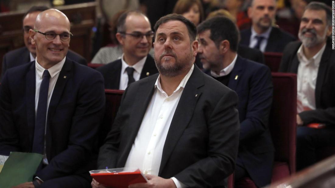 カタルーニャの独立性のリーダーた長期刑のスペイン裁判所