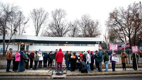 Dueling Demonstrations Outside Planned Parenthood39s Columbia Missouri Health Center In