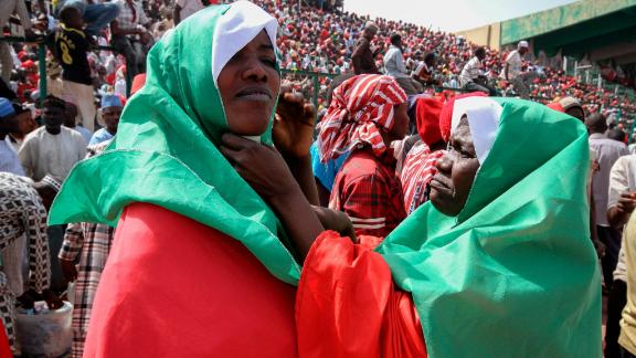 epa07361441 Peoples Democratic Party (PDP) supporters of Presidential candidate Atiku Abubakar attend a campaign rally at the Sani Abacha stadium in Kano, Nigeria, 10 February 2019 (issued 11 February 2019). Presidential elections in Nigeria are scheduled to take place on 16 February 2019.  EPA-EFE/GEORGE ESIRI