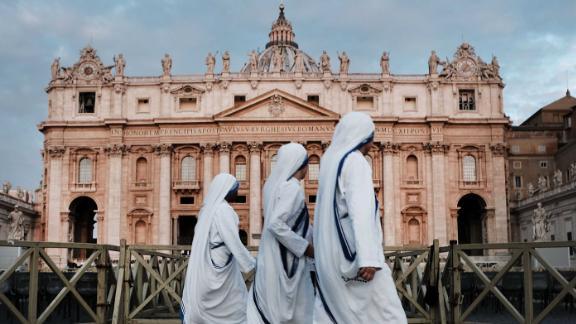 VATICAN CITY, VATICAN - SEPTEMBER 03:  A group of nuns walk through St. Peter