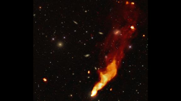 Many head-tail radio galaxies like this one were found in the LOFAR surveys. The radio galaxy falls through a cluster of galaxies and leaves a trail.