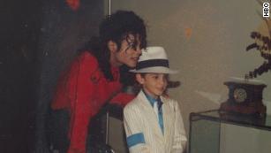 Neverland verlassen & # 39; präsentiert abschreckende Parallelberichte über den angeblichen Missbrauch von Michael Jackson