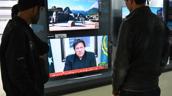 Pakistani people watch the television as Prime Minister Imran Khan speaks to the population about the suicide bombing in Indian-administered Kashmir that happened on February 14, in Islamabad on February 19, 2019. - Pakistan is ready to help India investigate the deadliest attack in Kashmir in decades, but will retaliate if Delhi attacks, Prime Minister Imran Khan said on February 19 as tensions between the nuclear-armed rivals soared. (Photo by AAMIR QURESHI / AFP)        (Photo credit should read AAMIR QURESHI/AFP/Getty Images)