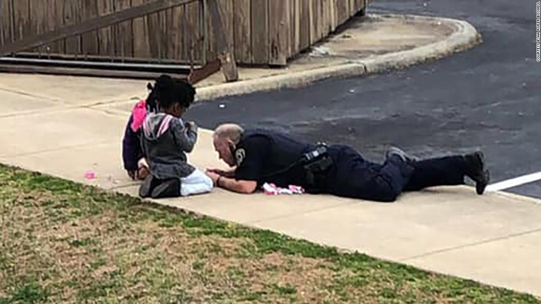 After responding to a call, a police officer played dolls with the kids