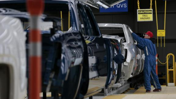 A worker inspects pickup trucks at the General Motors Co. assembly plant in Flint, Michigan, U.S., on Tuesday, Feb. 5, 2019. GM is selling lots of expensive pickup trucks and sport utility vehicles in the U.S., which helped its average vehicle sales price hit a record $36,000. That played a big role in the better-than-expected quarterly earnings.Photographer: Jeff Kowalsky/Bloomberg via Getty Images