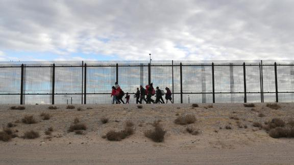 EL PASO, TEXAS - FEBRUARY 01: Central American immigrants walk along the U.S.-Mexico border fence after crossing the Rio Grande from Mexico on February 01, 2019 in El Paso, Texas. They later turned themselves in to U.S. Border Patrol agents, seeking political asylum in the United States. (Photo by John Moore/Getty Images)