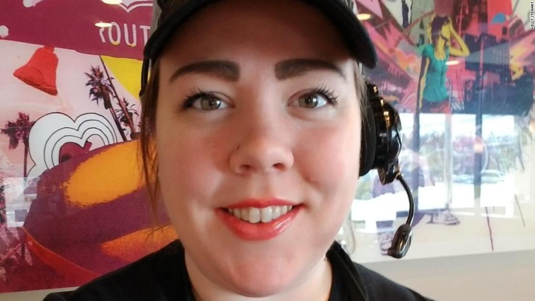 This Taco Bell worker inspires customers with handwritten, uplifting notes