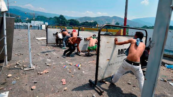 Demonstrators clash with Venezuelan soldiers at the Simon Bolivar International Bridge in Cucuta, Colombia, on Saturday, February 23.