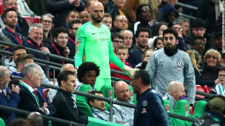 A confused Willy Caballero looks towards Sarri on the bench.
