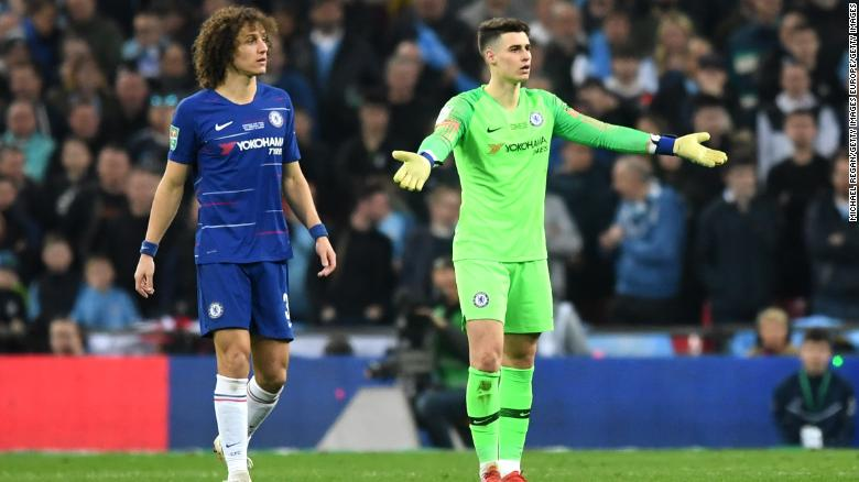 Kepa looks towards the bench as Sarri demands his goalkeeper to leave the pitch.