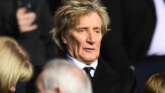 Scottish singer Rod Stewart takes his seat for the UEFA Champions League Group B football match between Celtic and Anderlecht at Celtic Park stadium in Glasgow, Scotland on December 5, 2017. / AFP PHOTO / Andy BUCHANAN        (Photo credit should read ANDY BUCHANAN/AFP/Getty Images)