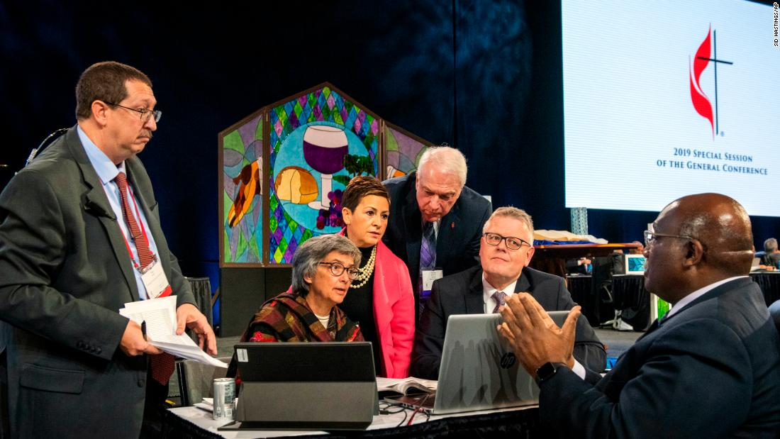 Methodists reject a proposal to allow openly gay clergy and same-sex marriage - CNN thumbnail