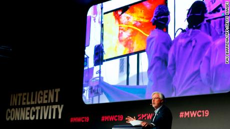 Doctor uses 5G to conduct surgery from a scene at Mobile World Congress