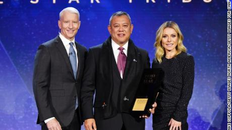 NEW YORK, NY - DECEMBER 09:  (L-R) Anderson Cooper, 2018 CNN Hero of the Year Dr. Ricardo Pun-Chong, and Kelly Ripa pose onstage during the 12th Annual CNN Heroes: An All-Star Tribute  at American Museum of Natural History on December 9, 2018 in New York City.  (Photo by Mike Coppola/Getty Images for CNN)