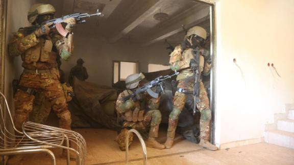 Malian soldiers tactically conduct close combat battle drills in Ouagadougou, Burkina Faso on Feb. 26, 2019. Flintlock is an annual training event where over 25 western and African nations participate in a joint training event. (U.S Army photo by Spc. Peter Seidler)