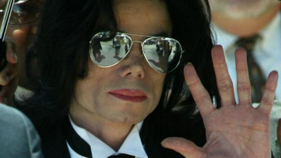 SANTA MARIA, CA - JUNE 13:  Michael Jackson waves to fans after he is found not guilty on all counts in his child molestation trial at the Santa Barbara County Courthouse June 13, 2005 in Santa Maria, California. Jackson was charged in a 10-count indictment with molesting a boy, plying him with liquor and conspiring to commit child abduction, false imprisonment and extortion.  (Photo by Frederick M. Brown/Getty Images)