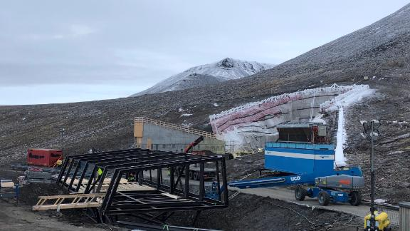 Construction work on the seed vault's new service building and tunnel entrance.
