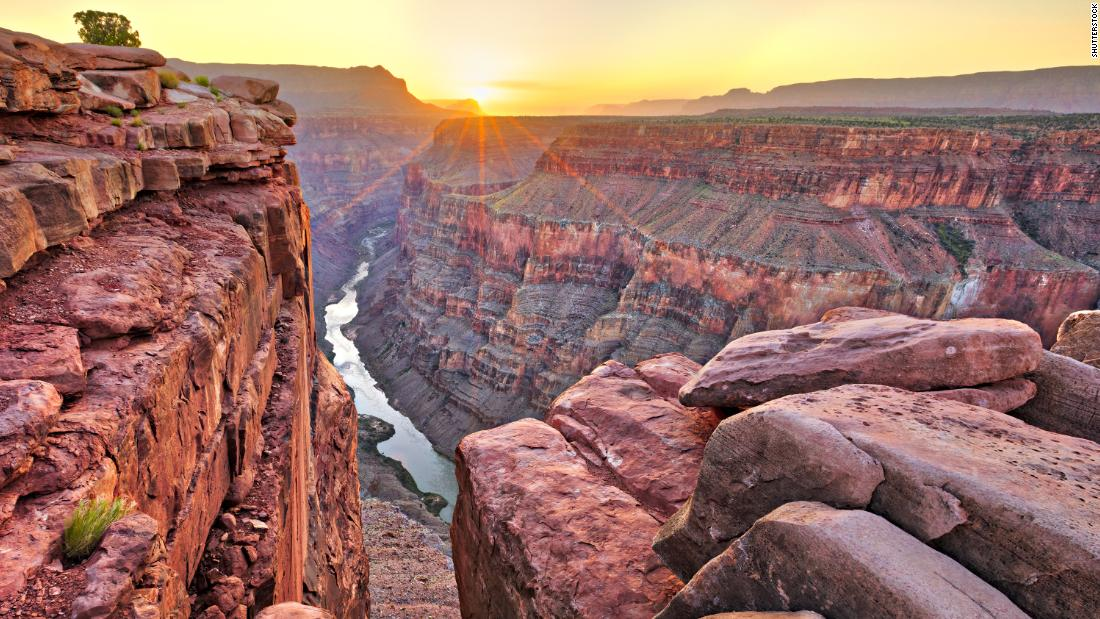 A tourist taking photos dies in fall at Grand Canyon. It's the 2nd death this week
