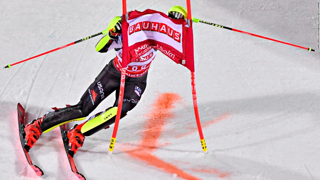 Mikaela Shiffrin finds herself in a tangle during the city event in Stockholm.