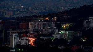 View of Caracas during a partial power outage on March 9, 2019. - Venezuela President Nicolas Maduro claimed that a new cyber attack had prevented authorities from restoring power throughout the country following a blackout on March 7 that caused chaos. The government blamed the outage on US sabotage at the central generator in Guri, in the country's south, which provides 80 percent of Venezuela with its electricity. (Photo by Matias DELACROIX / AFP) (Photo credit should read MATIAS DELACROIX/AFP/Getty Images)