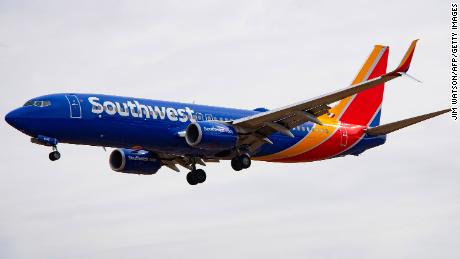 Which airlines are still flying Boeing 737 MAX 8s?