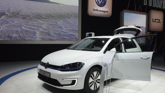 LOS ANGELES, UNITED STATES - NOVEMBER 19: 2017 Golf electric vehicle of Volkswagen is displayed during Los Angeles Auto Show at the Los Angeles Convention Center in Los Angeles, California, United States on November 19, 2016. (Photo by Aydin Palabiyikoglu/Anadolu Agency/Getty Images)