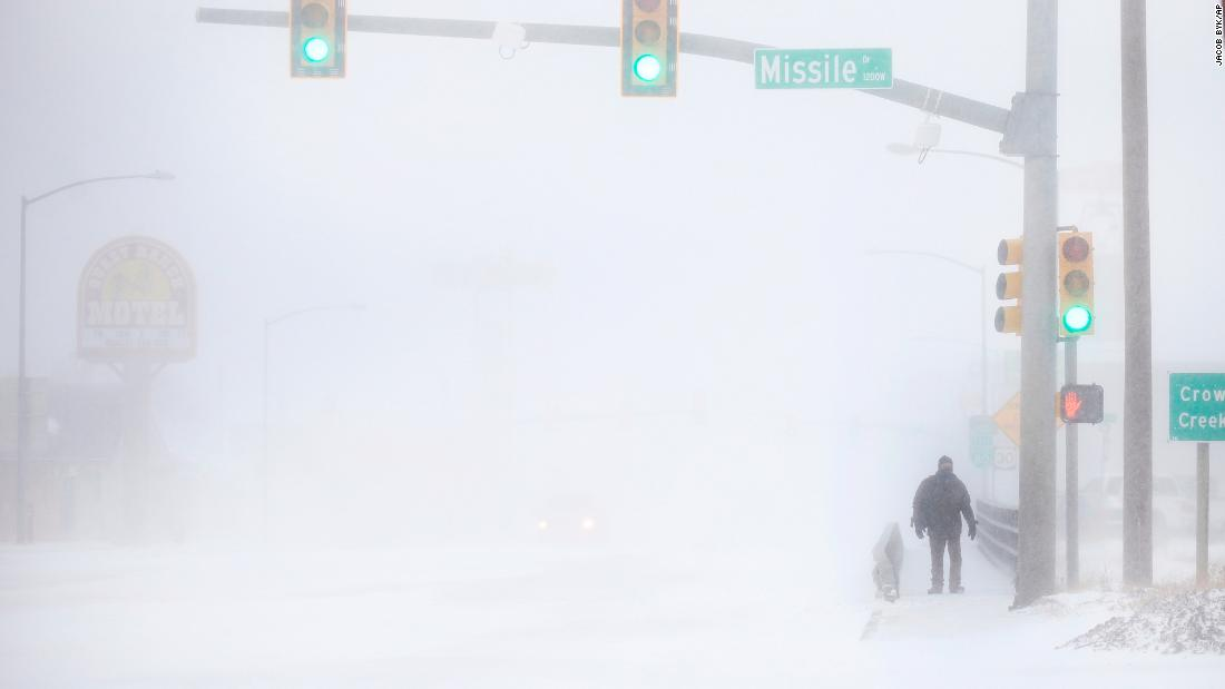 'Bomb cyclone' blasts Colorado and leaves hundreds stranded in cars