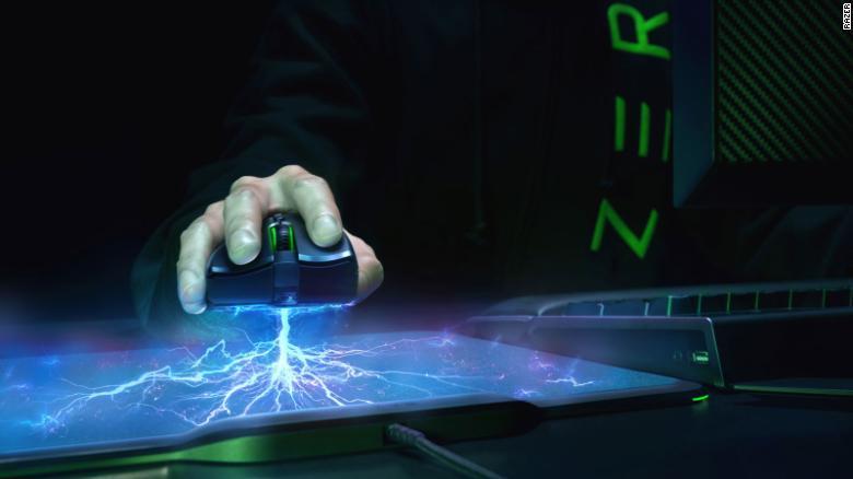 Последняя мышь Razer, разработанная для хардкорных геймеров, - это Mamba Hyperflux, которая заряжается без проводов.