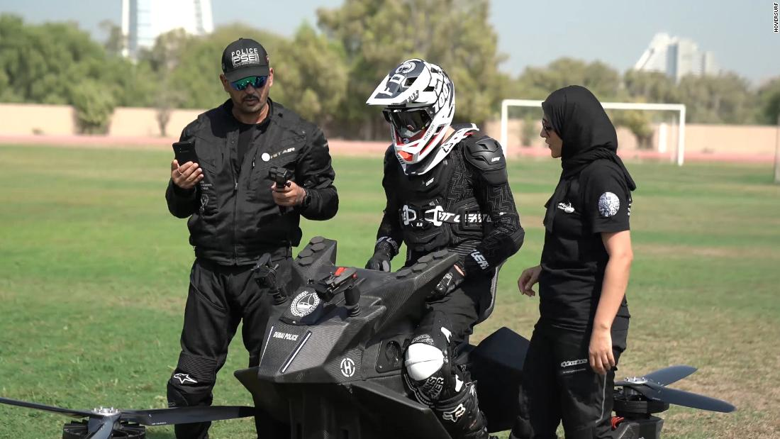 Hoversurf, making good on a deal signed in 2017, gifted its first serial production unit of the S3 2019 to Dubai Police so officers could begin trials.